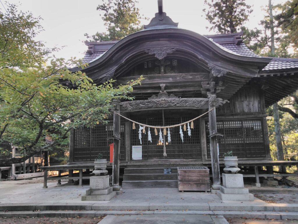 神社やお寺を巡る