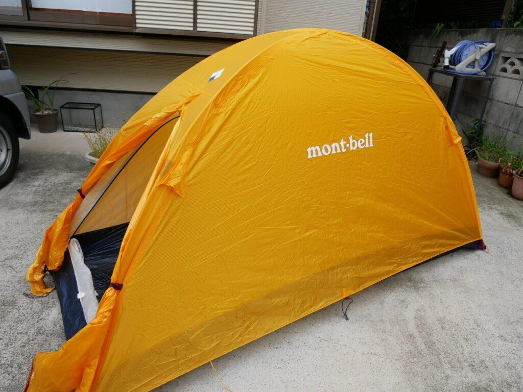 駐車場にテントを張って楽しむ