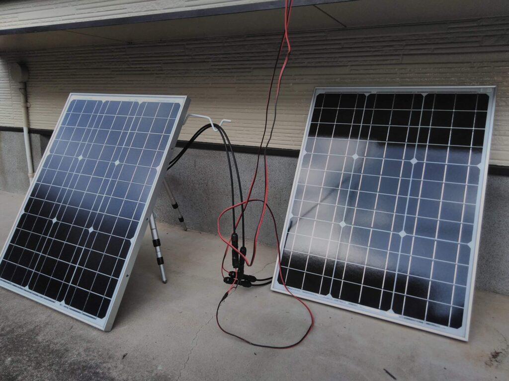 ソーラーパネル 50Wが2枚です。投げ釣りの三脚が立てかけ用にぴったり!