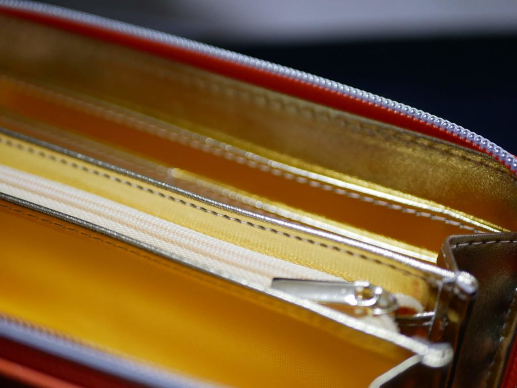 金運アップの財布は、内側が黄金です!