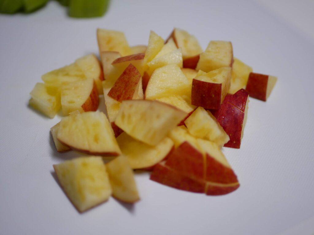 りんごをカット