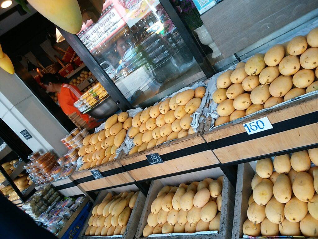 バンコク市内のマンゴー専門店で購入