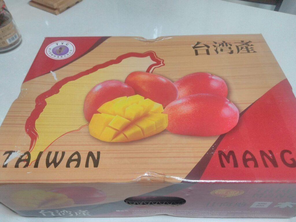 台湾から届いたアップルマンゴー 冷蔵で届きました。