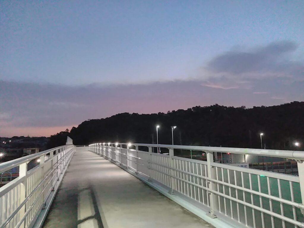 横断橋は無料のスポーツジム!足腰が鍛えられます。