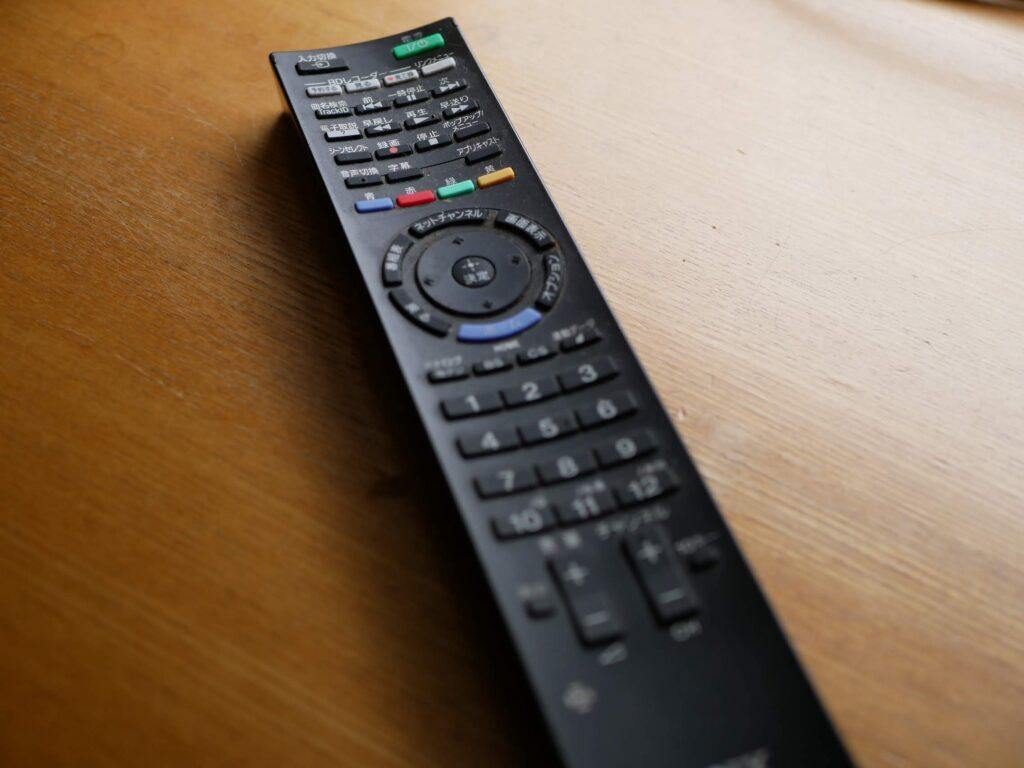 テレビについてくる純正のリモコン ボタンが複雑です!